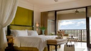 photodune-2676493-suite-bed-room-with-balcony-of-a-luxury-resort-m-700x400