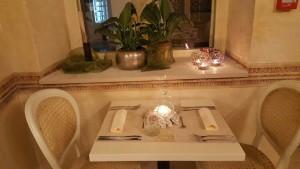 Hotel Life Palace romantičan stol za dvoje